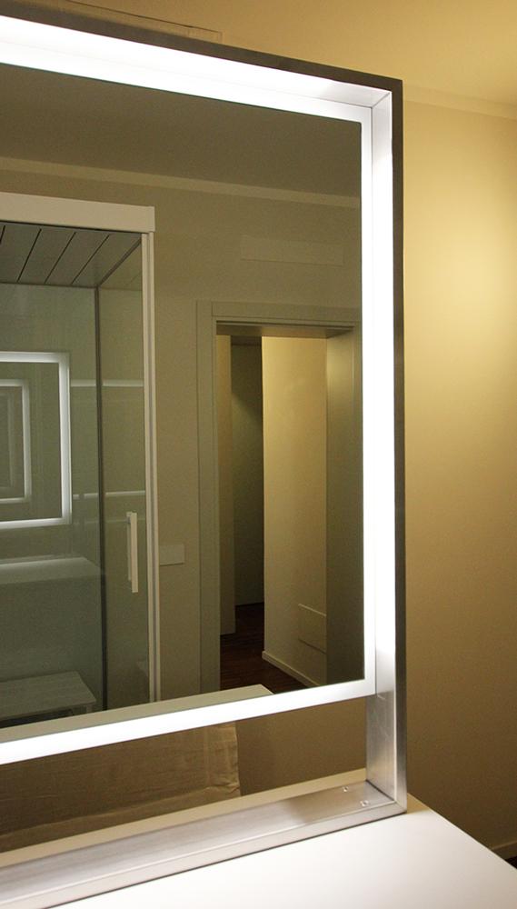 Andrea Gattei Architetto - Design & Research - Specchiera bagno in acciaio bifacciale su disegno